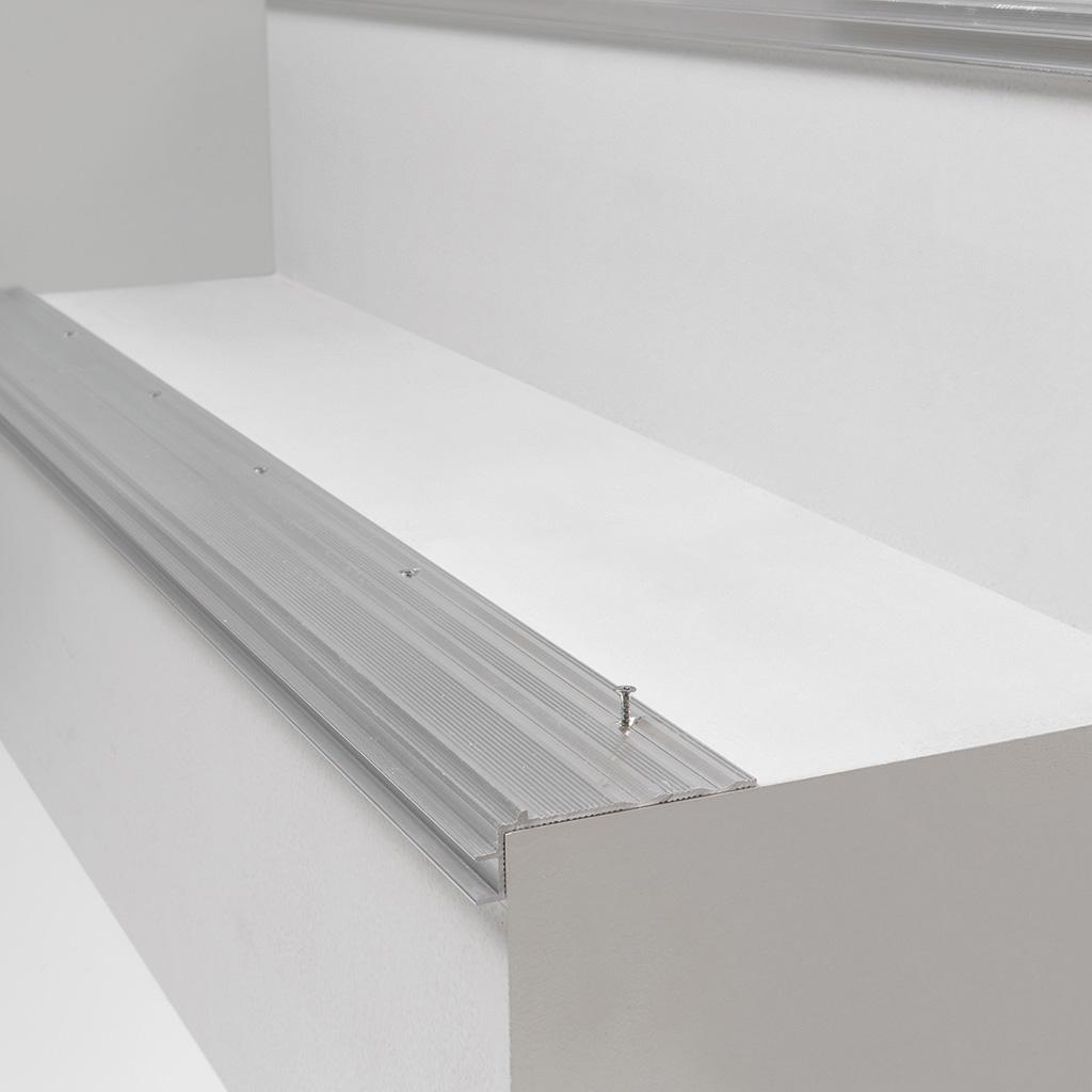 Subperfil de alumino incizo para escaleras QuickStep